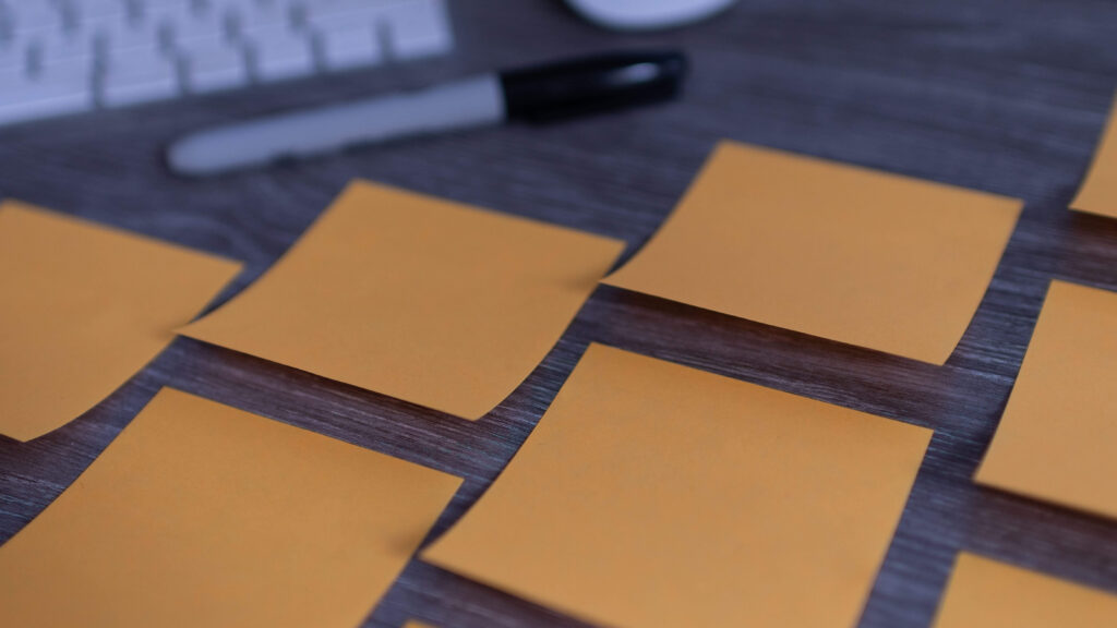 Post it notes and a sharpie on a desk